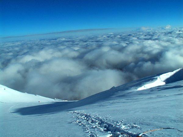 Внизу облака